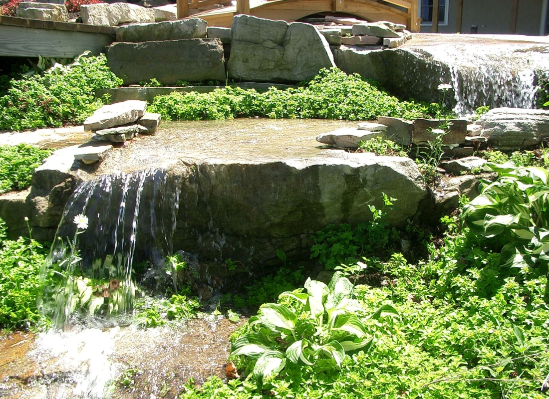 Natural-flowing-Waterfall
